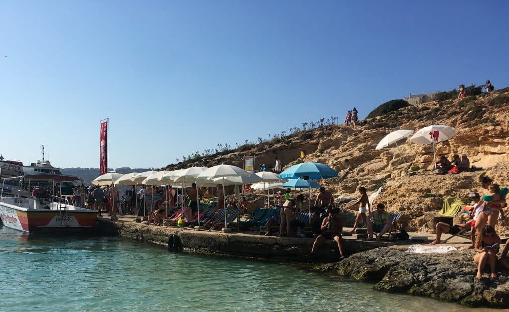 Comino Blue Lagoon: this is the amount of people still hanging around the blue lagoon just minutes before the last boats
