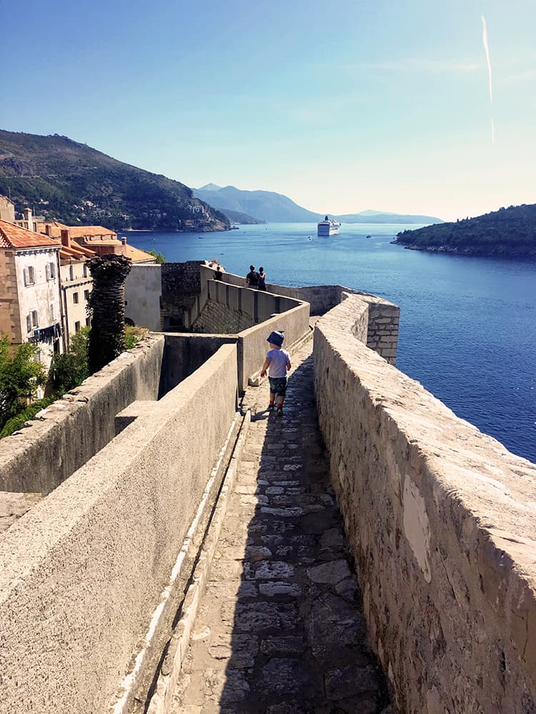 Dubrovnik city wall: most the walk over the city wall is safe for kids to run by them self