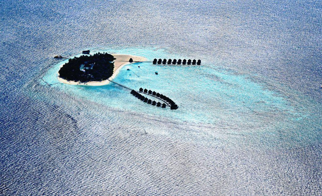 Often resort in Maldives are taking over intere islands, but someties they also build artificial island.